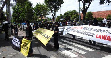 Kamis, (09/07) Massa aksi tiba di depan LL Dikti Wilayah V Daerah Isitmewa Yogyakarta   Doc: Helena Winih